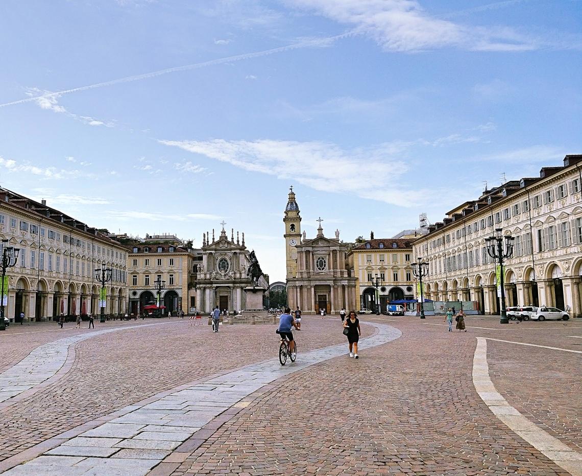 Turin-piazza.jpg
