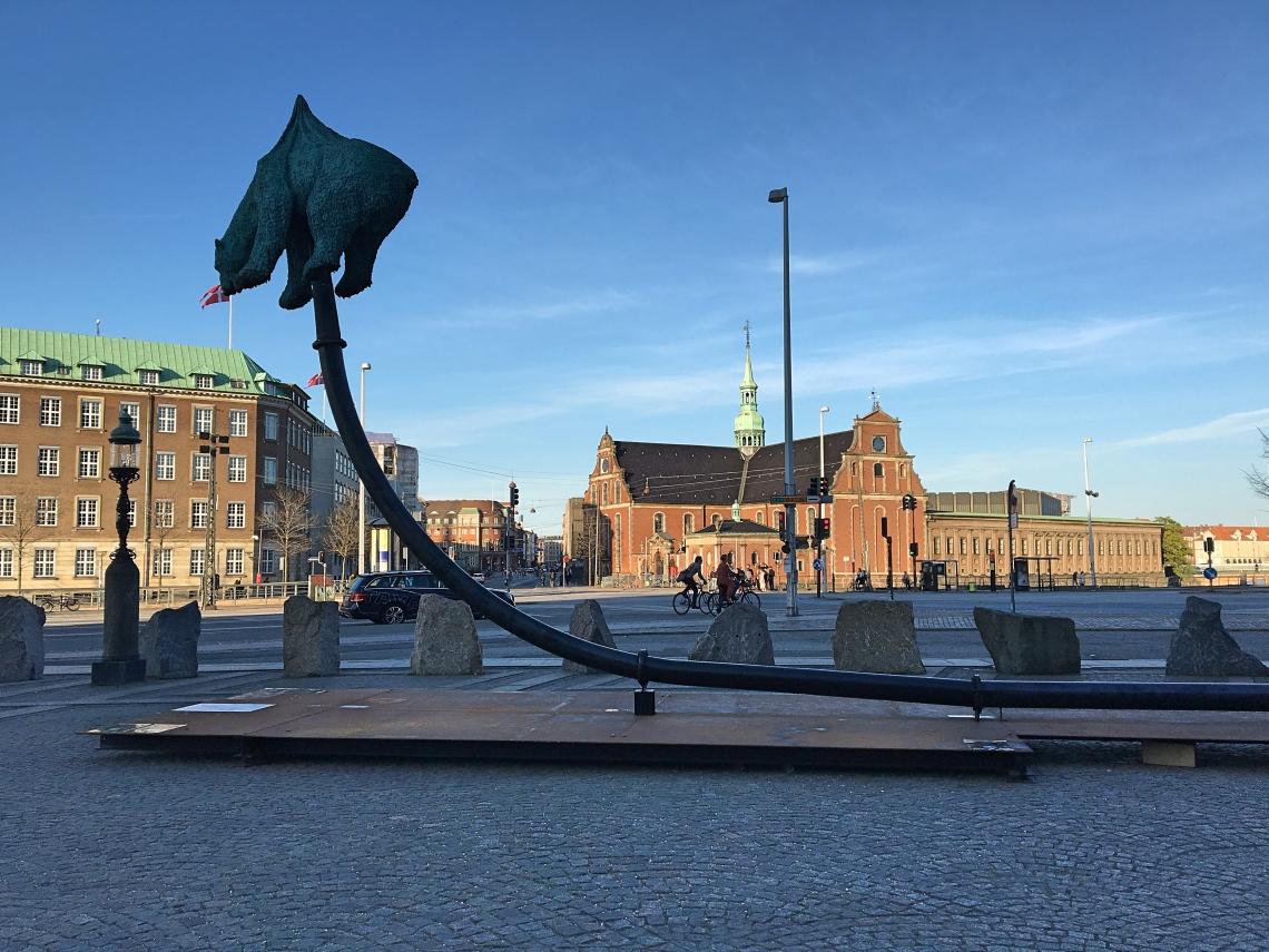 Copenhagen-statue-parliament