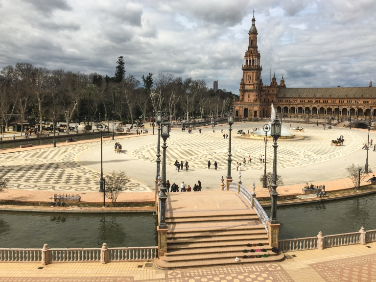 Plaza_Espana_Seville.jpg